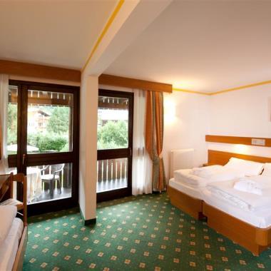 Camere hotel pinzolo madonna di campiglio trentino for Piano terra di 380 piedi quadrati